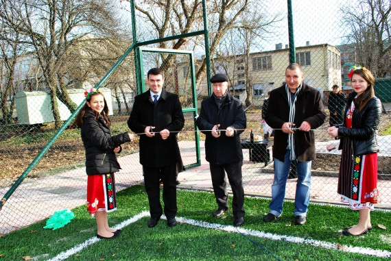 Откри се спортната площадка за футбол на малки вратички
