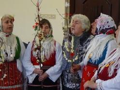 Клубът на учителите поздрави Общинска администрация по повод предстоящите празници