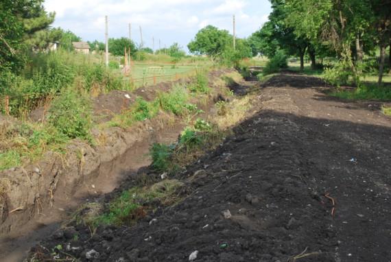 Дерето в с. Спасово се почиства от наноси и храсти