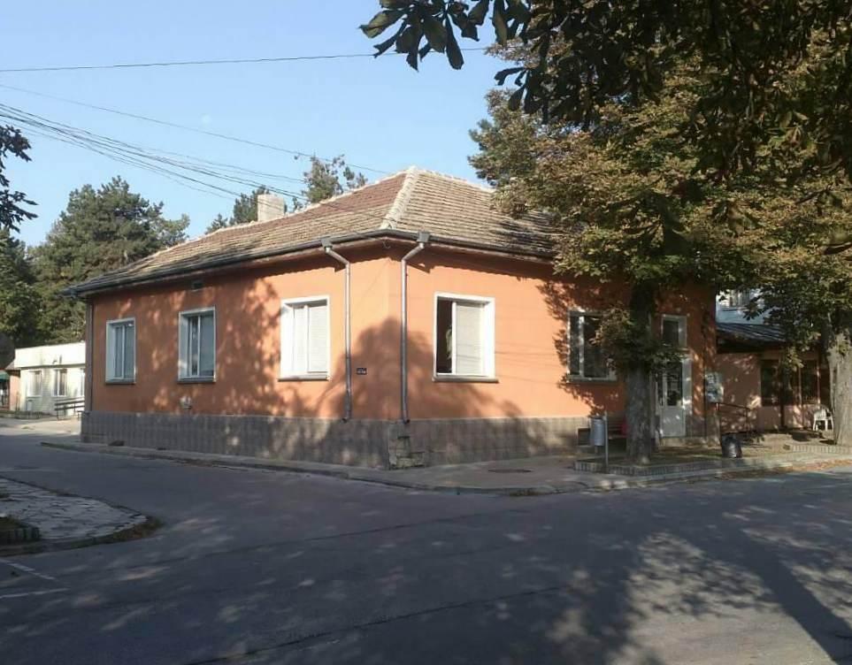 Сградата на ул. Васил Априлов 18