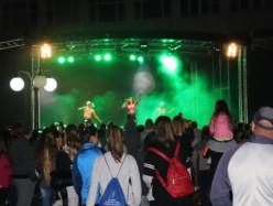 Концертът на Дара напълни площада с младежи